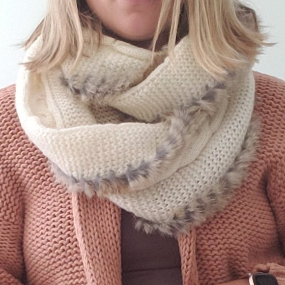 Cable knit infinity scarf with real fur lining